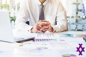 É caro investir por meio de uma corretora de valores?